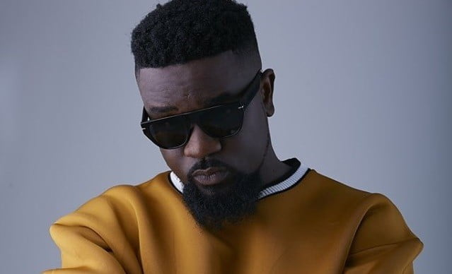 Sarkodie Outdoors his son on fathers day