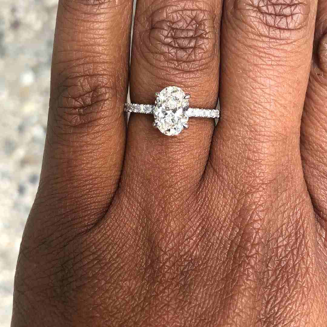 Man wears his own engagement ring after his girlfriend rejected his proposal