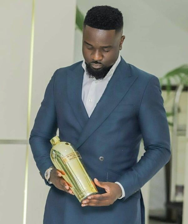 I thought I was a hard guy until Dr UN gave me an empty bottle as an award ~ Sarkodie